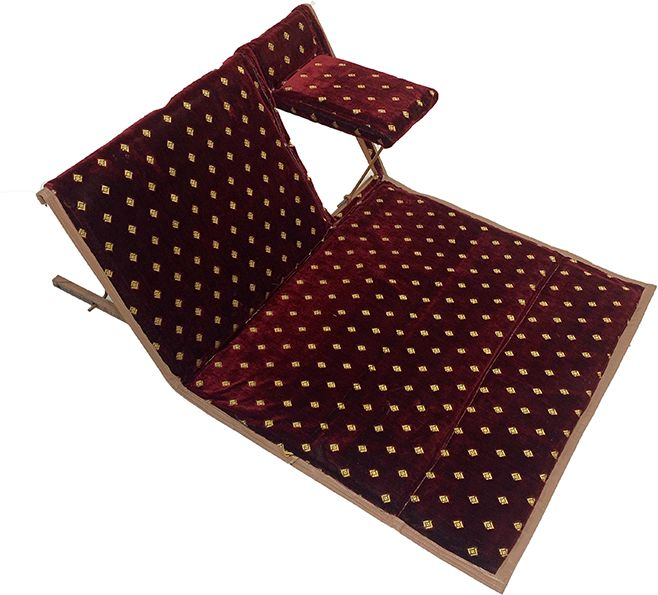 كرسي أرضي للرحلات قابل للطي لشخص واحد مع المركي المتصل - لون احمر منقط