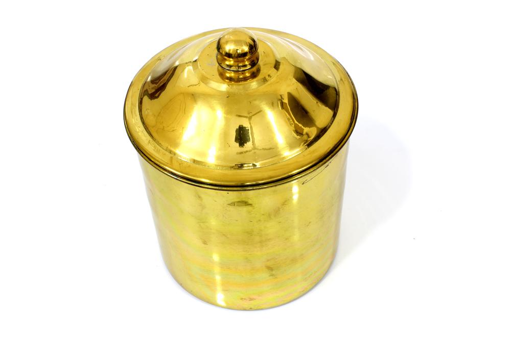 علبة سكريات استيل ثقيل , بين الصغير و المتوسط .