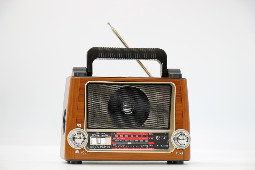 راديو قديم مزود ببلوتوث ومدخل بطاقة ذاكرة اس دي، يو اس بي ومنفذ يو اكس DLC-32215B