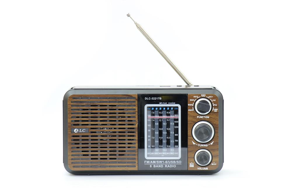 راديو قديم بني مزود ببلوتوث ومدخل بطاقة ذاكرة اس دي، يو اس بي ومنفذ يو اكس DLC-32217B