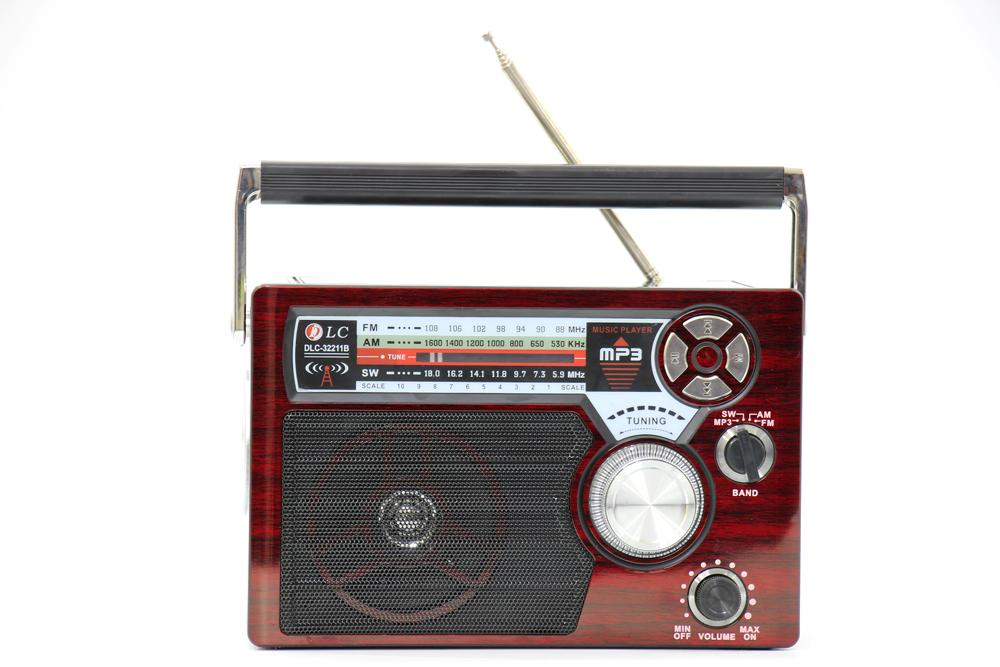 راديو قديم احمر غامق مزود ببلوتوث ومدخل بطاقة ذاكرة اس دي، يو اس بي ومنفذ يو اكس DLC-32211B